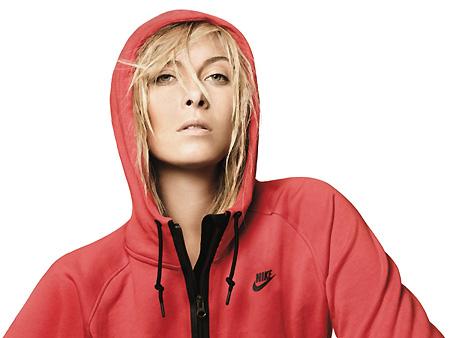 Мария Шарапова в худи Nike AW77. Фото: Дэвид Симс