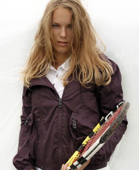 Каролина Возняцки в теннисной экипировке adidas
