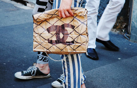 Ирония в моде. Chanel paperbag