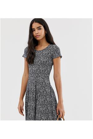 161369c8aab421a Платье-трапеция с темным цветочным принтом Pimkie - Черный