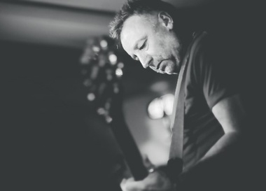"Peter Hook and The Light Perform ""Unknown Pleasures"" and ""Closer"" (UK)"