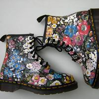 We love: Dr. Martens Floral 1460