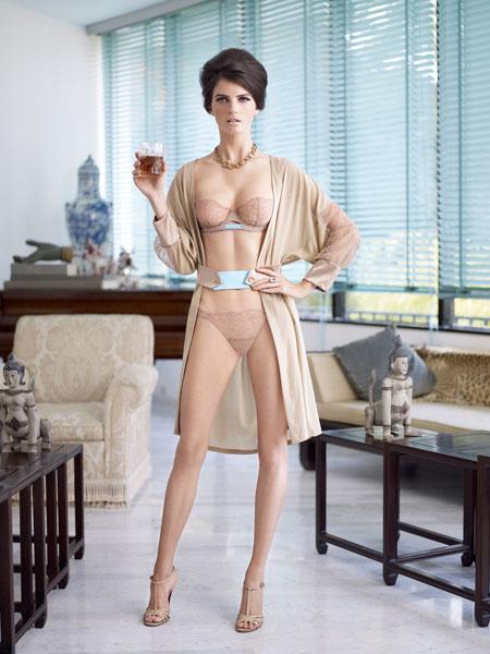тетки голые в белье фото