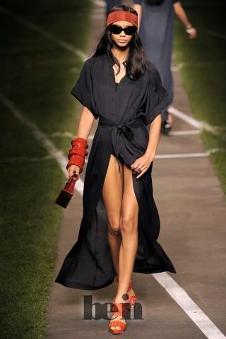 В стиле кэжуал представлены короткие юбки и шорты