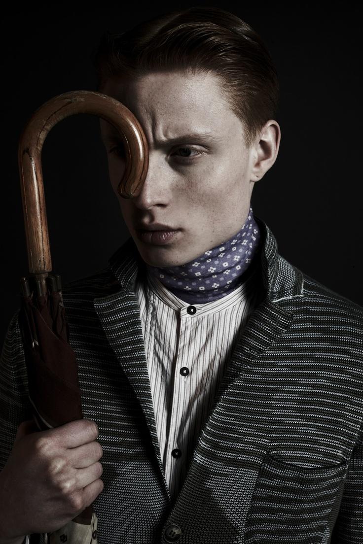 Как завязать шейный платок мужчине