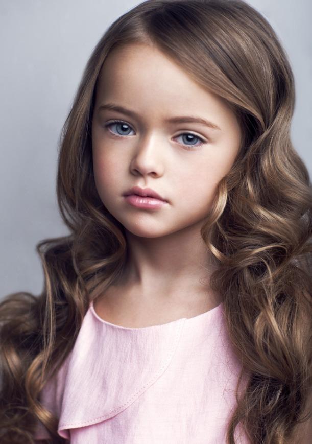 Девушка модель работы с детьми раннего возраста фото девушки раздеваются на работе