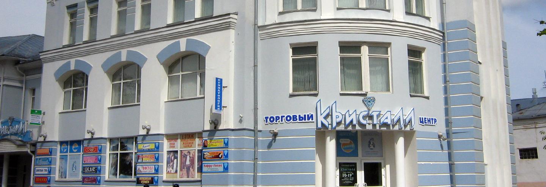 devushka-sidit-na-mashine