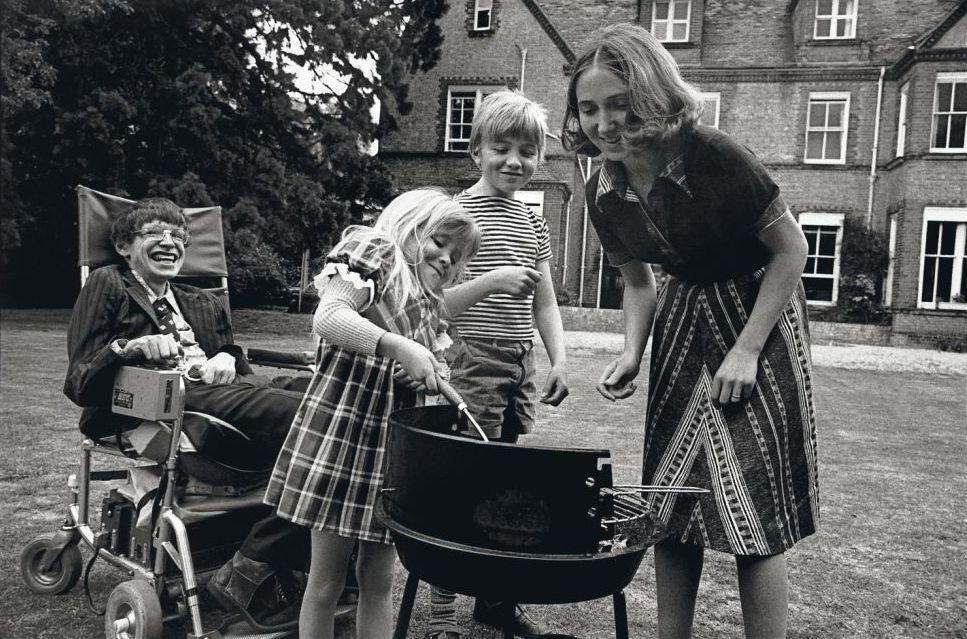 Фото стивен хокинг молодой с детьми богатых мужчин