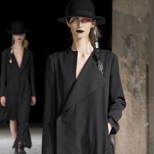 Магазин Yohji Yamamoto – каталог одежды, официальный сайт и адреса ... 92c842ad4d8