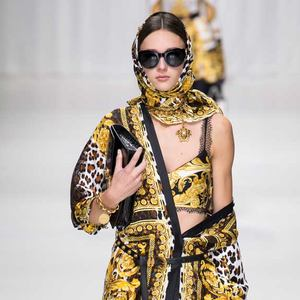 Магазин Versace – каталог одежды, официальный сайт и адреса ... 68dce0df3cc